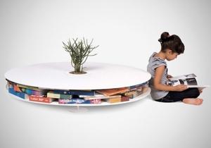 Необычный круглый журнальный столик с полками