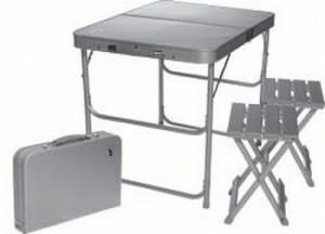 Компактный складной стол со стульями для отдыха