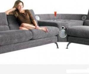 Стильный диван со встроенной аудиосистемой