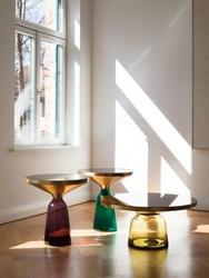 Современные и стильные столики из стекла