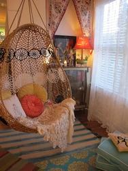 Плетёное подвесное кресло для сада