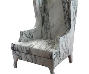 Кресла стилизированы под каррарский мрамор