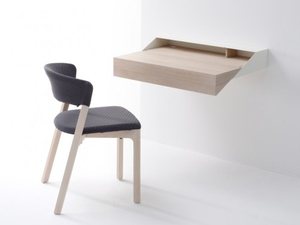 Компактный столик для кабинета