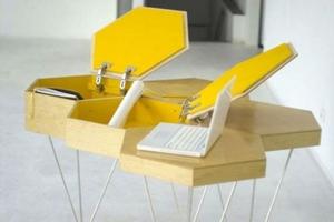Расладной стол в виде пчелиных сот